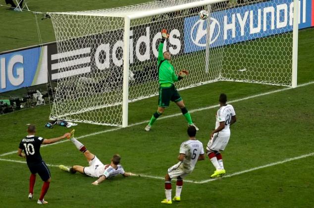 neuer defendendo no ultimo minuto e garantindo a vitória alemã